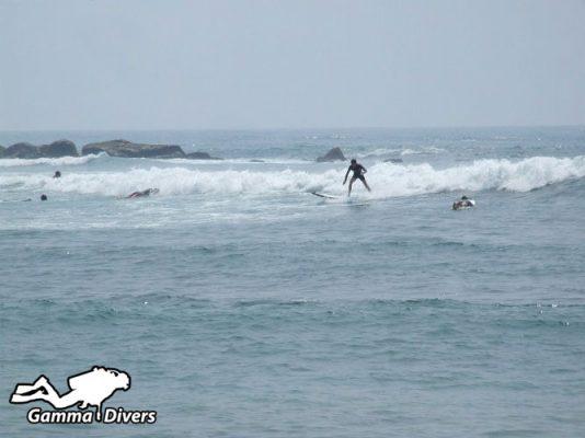 موج سواری در ساحل میریسا